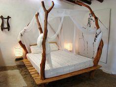 comment faire un lit au carré, cadre de lit en bois, lit à baldaquin, lampes de chevet, teinture murale