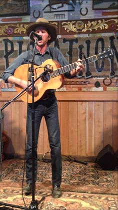"Willie Watson singing ""Take this Hammer"" at Pickathon 2014."