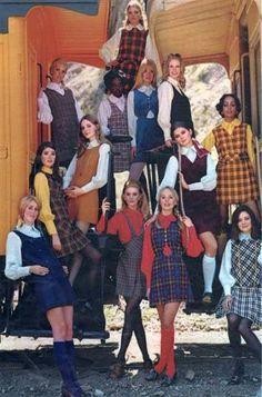 New Moda vintage retro ideas skirts ideas - vintage outfits 70s Inspired Fashion, 60s And 70s Fashion, Look Fashion, Teen Fashion, Fashion Design, Fashion Trends, Party Fashion, Retro Vintage Fashion, 1960s Fashion Women