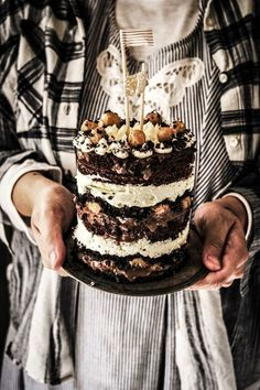 Twigg studios: momofuku inspired cookie dough chocolate cake (cookie dough qnd cheesecake and chocolate ganache and oreo crumbs) Beaux Desserts, Just Desserts, Delicious Desserts, Yummy Food, Food Cakes, Cupcakes, Cupcake Cakes, Yummy Treats, Sweet Treats