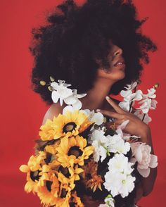 Kinky Hairstyles are always in trend in every single season! Go ahead with these Human Hair Wigs if you are into Wavy Hairstyles. Creative Photography, Portrait Photography, Photography Reflector, Photography Studios, Photography Flowers, Photography Camera, Professional Photography, Photography Ideas, Wedding Photography