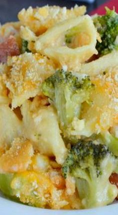 Ham and Broccoli Pasta Bake - this easy cheesy pasta is loaded with ham and broccoli and is kid and adult approved. Perfect recipe to use up leftover ham! Broccoli Pasta Bake, Ham Pasta, Broccoli Recipes, Pork Recipes, Pasta Recipes, Dinner Recipes, Cooking Recipes, Dinner Ideas, Broccoli Chicken