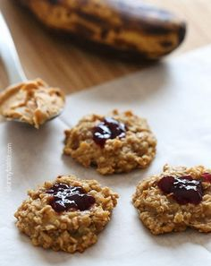 PB & J Oatmeal Cookies with just just 4 ingredients – bananas, quick oats, peanut butter and jelly!