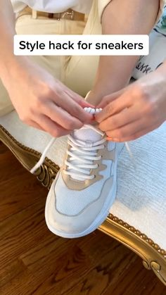 Fashion Tips, Hype Shoes, Tie Shoes, Ways To Lace Shoes, Fashion Hacks Clothes, Clothing Hacks, Casual Outfits, Diy Fashion, Diy Fashion Hacks