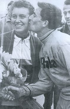 Tom Simpson giving Beryl Burton a kiss