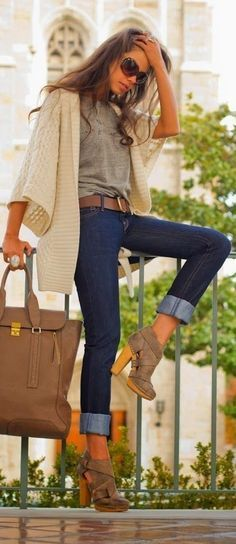 fall outfit ideas / booties + cream cardigan