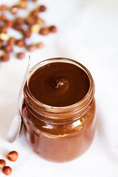 This vegan homemade Nutella is creamy, rich, chocolaty, and so addicting! We spread the Nutella on c Nutella Snacks, Nutella Fit, Nutella Recipes, Nutella Vegan, Nutella Spread, Paleo Vegan, Paleo Dessert, Dessert Recipes, Crepes