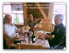 Almuerzo típico en La Republique Brasserie Huevos con longaniza y patatas.