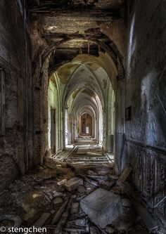 Forsaken Walls by stengchen