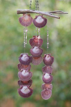 Cool idea for summer decor Seashell Art, Seashell Crafts, Beach Crafts, Carillons Diy, Driftwood Mobile, Crafts To Make, Diy Crafts, Seashell Projects, Diy Wind Chimes
