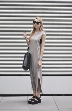 Try something new this summer with Pavlina Jagrova's outfit of a long grey dress and black wedges!Dress: H&M, Shoes: Vagabond
