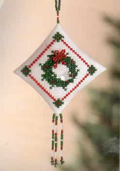 Tiny Treasured Diamond kit - Winterbird Wreath - Mill Hill