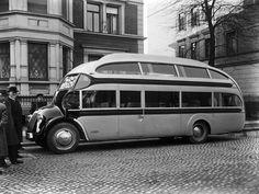 1934 Ludewig Aero Strassenzepp Deutschland Doubledecker by kitchener.lord, via… Old Classic Cars, Classic Trucks, Vintage Trucks, Old Trucks, Vintage Trailers, Opel Gt, Automobile, Bus Coach, Blitz