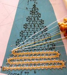 everything for websites - Gibritte - Albuns da web do Picasa Bobbin Lace Patterns, Weaving Patterns, Fabric Crafts, Sewing Crafts, Lace Christmas Tree, Bruges Lace, Bobbin Lacemaking, Lace Heart, Point Lace