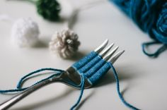 How to make a loopy pompom from a fork. Simple and fast. Also fun.
