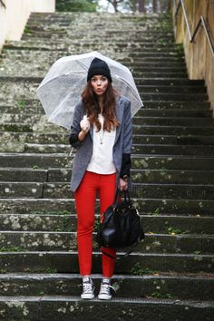 Outfit: red pants Mauro Grifoni | Zara Shirt | Converse Shoes by sarenza | Motivi Coat  www.ireneccloset.com