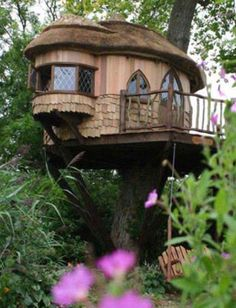 Homemade tree house. I wish it was easy To make