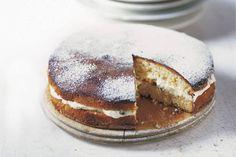 De frambozenjam maakt de taart heerlijk fris van smaak - Recept - Allerhande