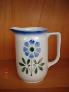 Arabia, this is one of my favorites Kitchenware, Tableware, Kettles, Stuff To Do, Pots, Porcelain, Enamel, Pottery, Ceramics