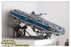 LEGO Star Wars 10179 UCS Millennium Falcon - Stand par BobBongo1895  - Come visit us at www.hothbricks.com, www.lordofthebric... & www.brickheroes.com for up to date news about LEGO stuff Lego Ucs, Geek Cave, Lego Spaceship, Kids Room Furniture, Everything Is Awesome, Star Wars Collection, Millennium Falcon, Geek Stuff, Stars