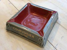 keraaminen Courvoisier-konjakki tuhkakuppi . Napoleon kuviointi . @kooPernu