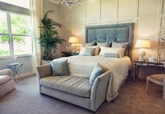 how to arrange furniture in master bedroom ; wie arrangiere ich möbel im hauptschlafzimmer? how to arrange furniture in master bedroom ; Small Loveseat, Love Seat, Furniture, Bedroom Carpet, Bedroom Furniture, Bedroom Styles, Furniture Styles, Bedroom Layouts, Arranging Bedroom Furniture