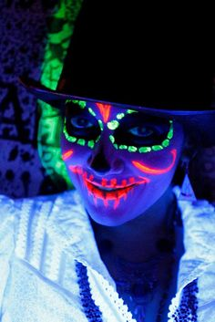 Blacklight Neon Party Make Up Blacklight Makeup. Day of the Dead meets rave! Costume Halloween, Halloween Makeup, Halloween Fun, Uv Makeup, Scary Makeup, Dead Makeup, Maquillage Phosphorescent, Neon Paint, Black Light Makeup