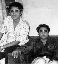 Kishore Kumar and Ashok Kumar Vintage Bollywood, Indian Bollywood, Bollywood Actress, Ashok Kumar, Kishore Kumar, Indian Language, Indian Celebrities, Film Industry, Rare Photos