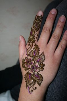 Best Glitter Mehndi Designs - Our Top 10 Modern Mehndi Designs, Mehndi Designs For Hands, Mehandi Designs, Hand Mehndi, Mehndi Art, Henna Art, Beautiful Mehndi, Beautiful Tattoos, Body Art Tattoos