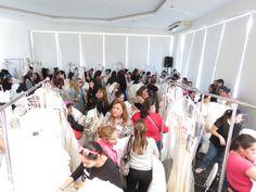 Entre las mejores marcas, las más lindas novias, se quedan vacios los racks de los vestidos de novia, sus precios son increibles.