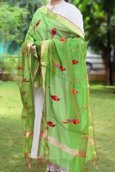 Beautiful Chanderi Dupatta with embroidery Indian Salwar Suit, Indian Suits, Indian Attire, Indian Dresses, Indian Wear, Kurta Designs, Blouse Designs, Ethnic Fashion, Indian Fashion