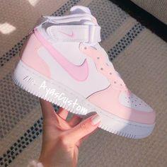 Dr Shoes, Cute Nike Shoes, Swag Shoes, Cute Nikes, Cute Sneakers, Nike Air Shoes, Hype Shoes, Nike Custom Shoes, Nike Air Jordans