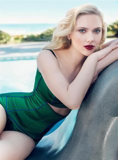 Scarlett in emerald.