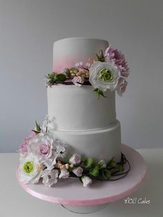 Flowers by MOLI Cakes - http://cakesdecor.com/cakes/254748-flowers