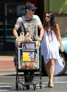 Vanessa Hudgens and Austin Butler Photos Photos - Vanessa Hudgens and her boyfriend Austin Butler do some grocery shopping together at Raph's Grocery store in Sherman Oaks, California on May 7th, 2012. - Vanessa Hudgens and Austin Butler Go Grocery Shopping
