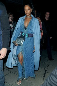 "awesome Awesome Fashion ""Street Style"" Ideas by Rihanna Rihanna Looks, Rihanna Outfits, Rihanna Riri, Rihanna Song, Rihanna Street Style, Look Fashion, Fashion Outfits, Fashion 2020, Blue Maxi"