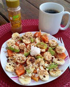 Bom dia dessa segunda nutrindo meu corpo do melhor jeito @segundasemcarne 🍃🍌🍎🍈💚💛 Banana, mamão,  abacate, mix de especiarias da @eatclean_brasil, cacau nibs,  semente de abóbora, amêndoas lâminas e pasta de coco + Uma boa dose de café para começar essa semana cheia de provas e seminários com animo total, mandem Boas energias 🙏💗 #nutrir_ #nutrir #nutricao #nutricaofuncional #healthylife #lifestyle #nutrition #saudavel #breakfast #maispertoqueontem #diet #receitasfit #nutrindoideais…