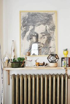 Radiators are standard in white. Unlike previous times, today you can buy radiators in almost the entire color spectrum. If you already have radiators in Painted Radiator, Radiator Shelf, Radiator Cover, Radiator Ideas, Small Space Living, Small Spaces, Living Spaces, Cool Shelves, Interior And Exterior