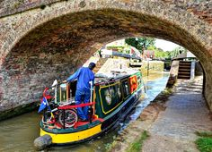 7 Reasons to Fall in Love with Britain's Beautiful Canals Canal Boat Art, Falling In Love, Britain, Boats, Natural Beauty, Sailing, Ireland, History, City