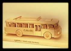 Drevený autobus RTO na podstavci s textum Wooden Toys, Car, Wood Toys, Automobile, Vehicles, Cars, Autos