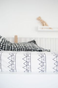 Because sheets don't have to be boring. Introducing new Scandinavian bedding brand Swedish Linens, designing ethically produced cotton sheets. Linen Sheets, Linen Duvet, Bed Sheets, Percale Sheets, Best Bedding Sets, Luxury Bedding Sets, Scandinavian Bedding, Neutral Bed Linen, Organic Cotton Sheets