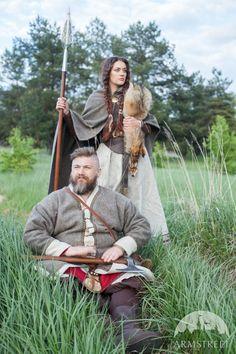 "Viking Kaftan ""Olaf the Stormbreaker"" and Viking Cloak ""Eydis the Shieldmaiden"" chez armstreet.com"