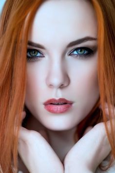 evening make up for ginger girls Pretty Eyes, Cool Eyes, Beautiful Eyes, Beautiful Women, Simply Beautiful, Red Hair Woman, Woman Face, Gorgeous Redhead, Redhead Girl