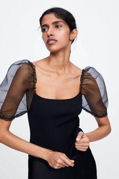 ZARA - Female - Knit top with balloon sleeves - Black - S Top Zara, Pull Court, Slip Skirts, Asymmetrical Tops, Zara United States, Velvet Tops, Sleeve Designs, Lace Tops, Pulls