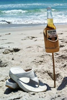 Bamboo Drink Stakes for the Beach by SurfLifeDesigns on Etsy, $17.50 - easy and fun!!!