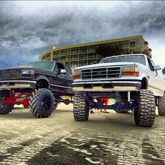 Fords, love the grill on the left Lowered Trucks, Ford Pickup Trucks, Lifted Ford Trucks, Ford 4x4, F150 Lifted, Ford Diesel, Diesel Trucks, Cool Trucks, Big Trucks