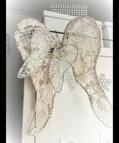 Vintage Deko - Flügel ★ alte Spitze ★ Engel ★ Vintage ★ Shabby - ein Designerstück von verfilzt--angenaeht bei DaWanda