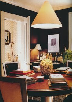 The interior of Albert Hadley's Southport, Connecticut home. Black walls livened with off-white trim, gold accents and glossy wood surfaces. Dining Room Inspiration, Interior Inspiration, Design Inspiration, Dark Elements, Albert Hadley, Traditional Dining Rooms, Beautiful Interior Design, Beautiful Interiors, Black Walls