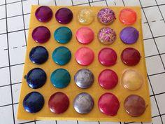 Tutorial: enamel dots con gli smalti per le unghie e paracolpi adesivi