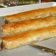 Strudels Mushroom Strudels are an easy appetizer with crispy filo dough full of a creamy mushroom mixture.Mushroom Strudels are an easy appetizer with crispy filo dough full of a creamy mushroom mixture. Phyllo Dough Recipes, Strudel Recipes, Appetizer Recipes, Vegetable Strudel Recipe, Phyllo Appetizers, Puff Pastry Recipes Savory, Tapas, Ma Baker, Tandoori Masala